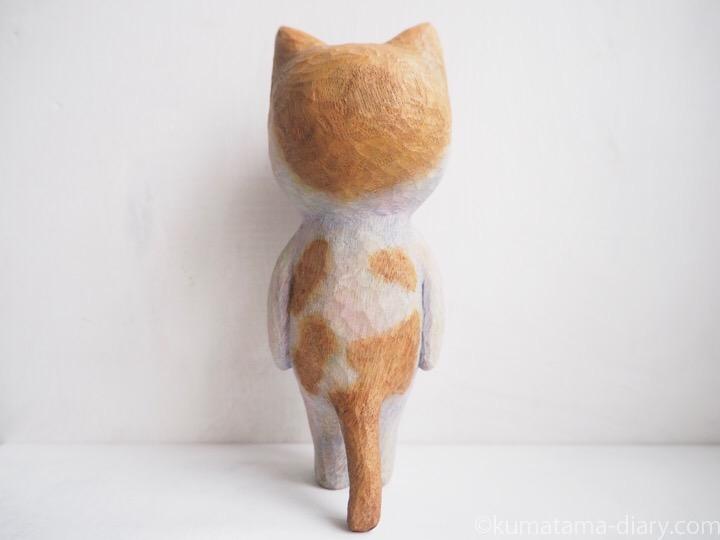 たまきの木彫り猫後ろ