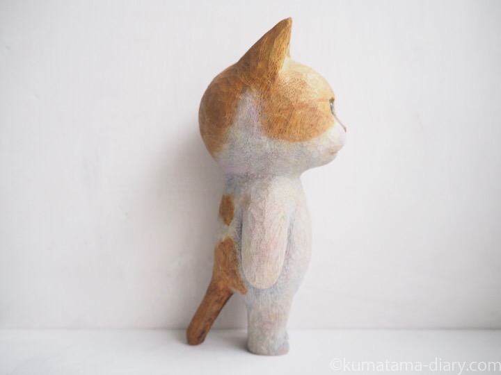 たまきの木彫り猫右