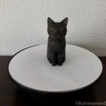 サンワダイレクトのターンテーブルと木彫り猫