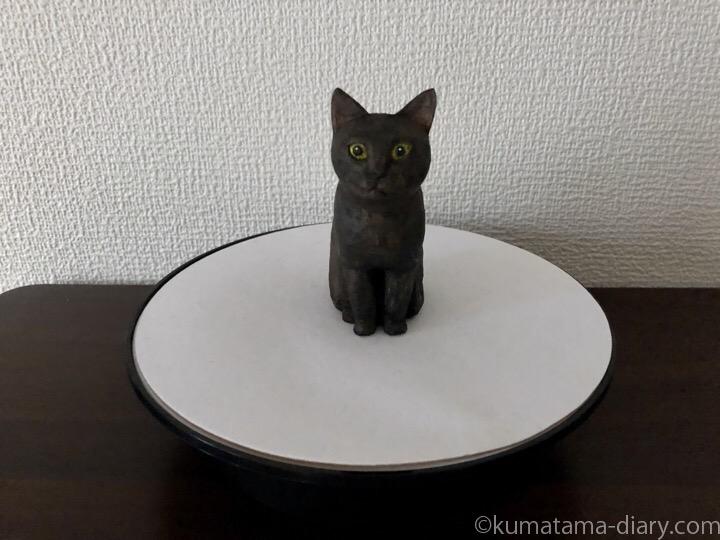 ターンテーブルと木彫り猫