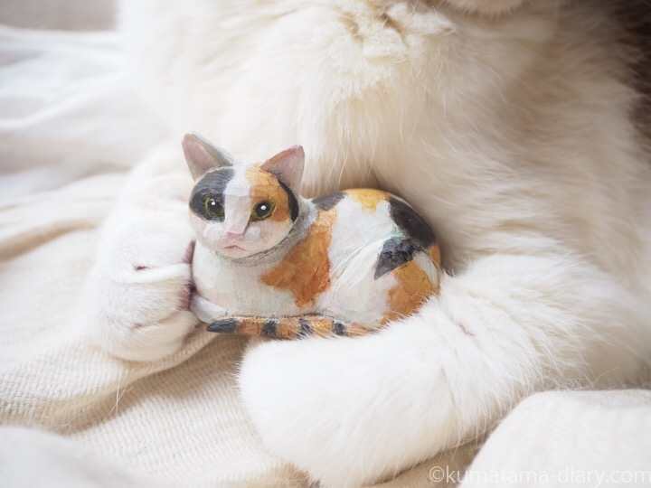 木彫り三毛猫