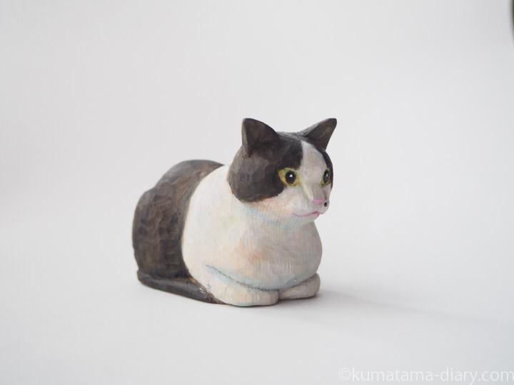 木彫り猫黒白猫香箱座り