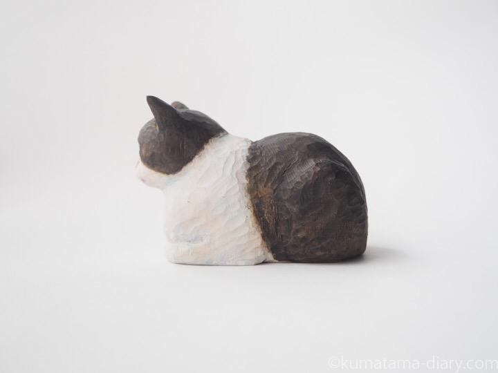 木彫り猫黒白猫香箱座り左