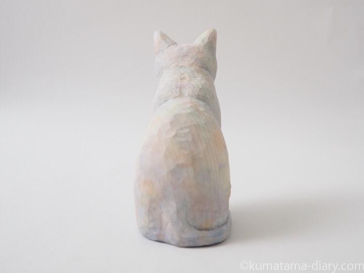 白猫木彫り猫後ろ