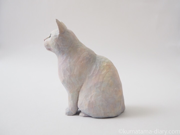 白猫木彫り猫左