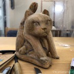 「にゃんたま」がある木彫り猫を作っています