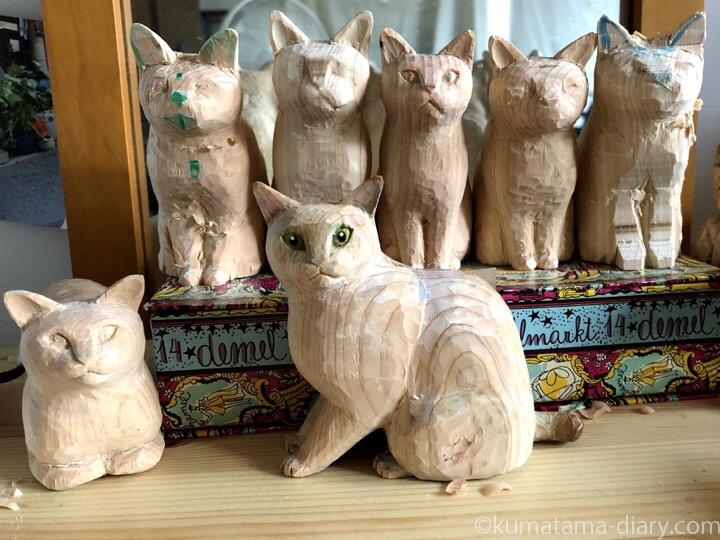 作りかけ木彫り猫