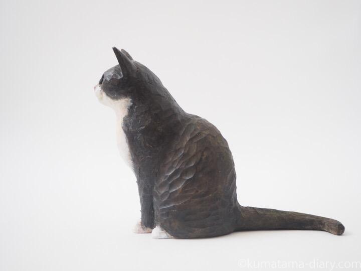 黒白猫木彫り猫左