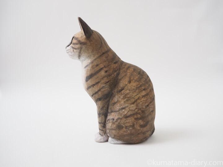 キジトラ白猫木彫り猫左