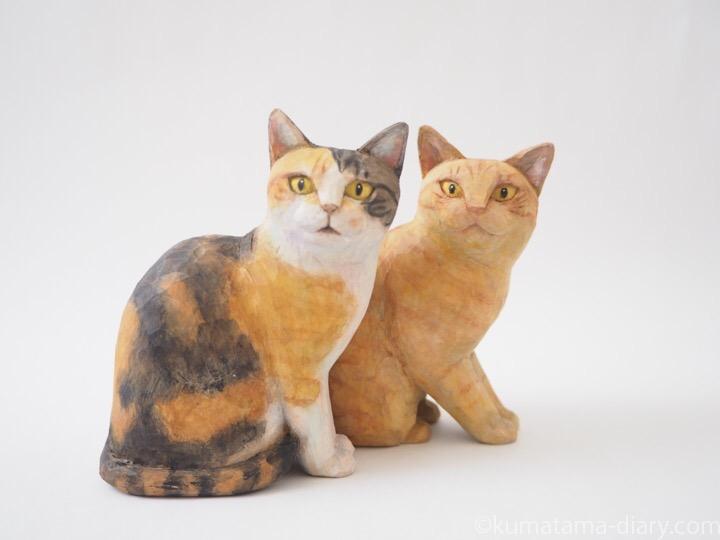 三毛猫さんと茶トラ猫さん木彫り猫
