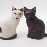 とても仲が良い黒猫さんと白黒猫さんの木彫り猫を作りました