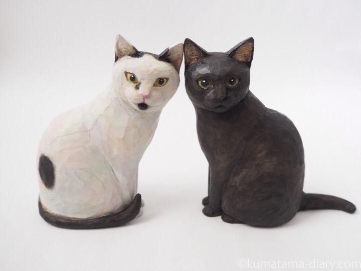 黒猫さんと白黒猫さん木彫り猫