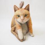 ねこたまの写真集「にゃんたま」の猫さんをモデルに木彫り猫を作りました