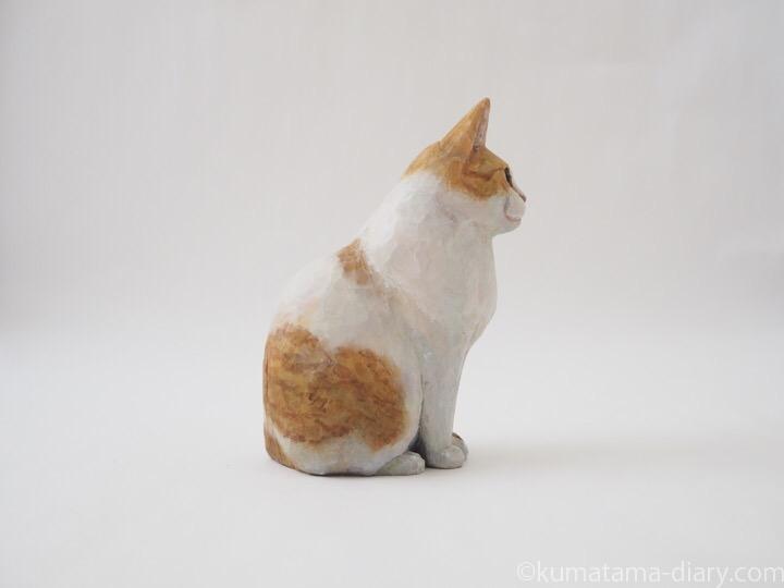 たまき木彫り猫右