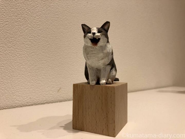 バンナイリョウジ木彫り猫