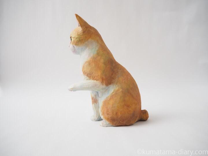 お手クリーム白猫木彫り猫左