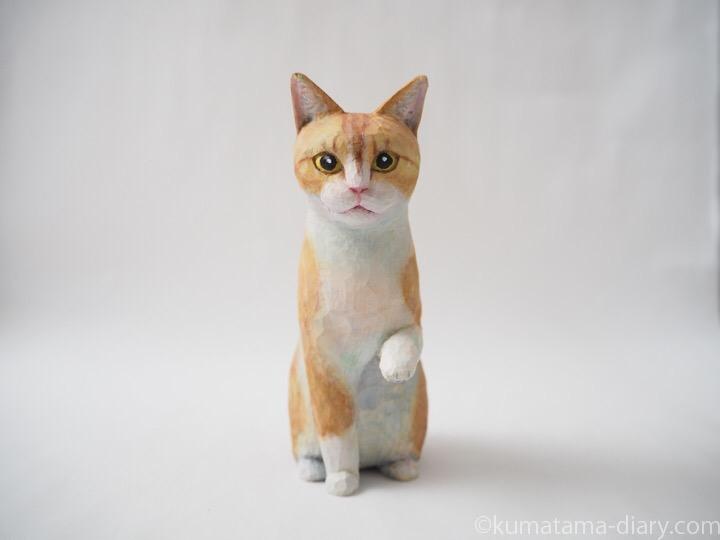 お手クリーム白猫木彫り猫