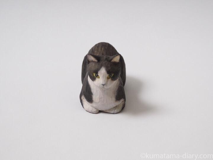 香箱黒白猫さん木彫り猫