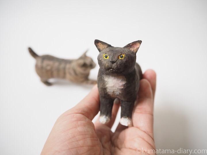 黒白猫木彫り猫