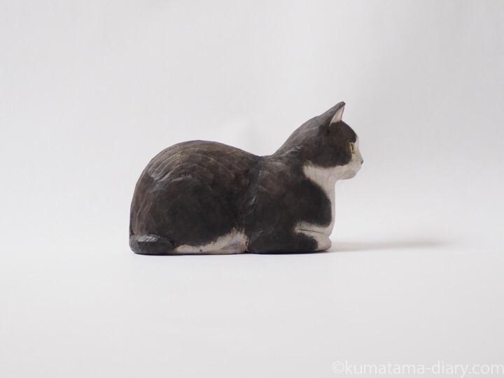 香箱黒白猫さん木彫り猫右