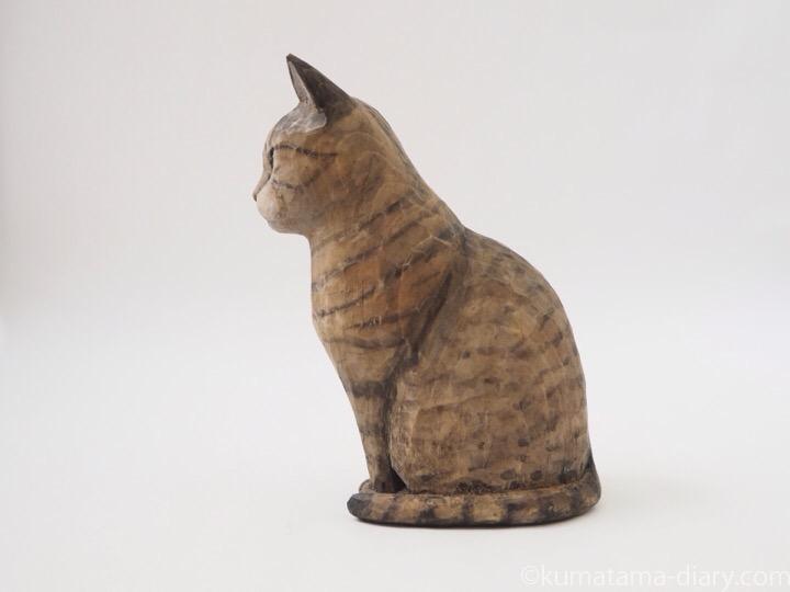 キジトラ猫さん木彫り猫左