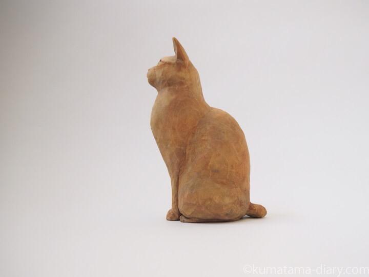 茶トラ猫さんl木彫り猫左