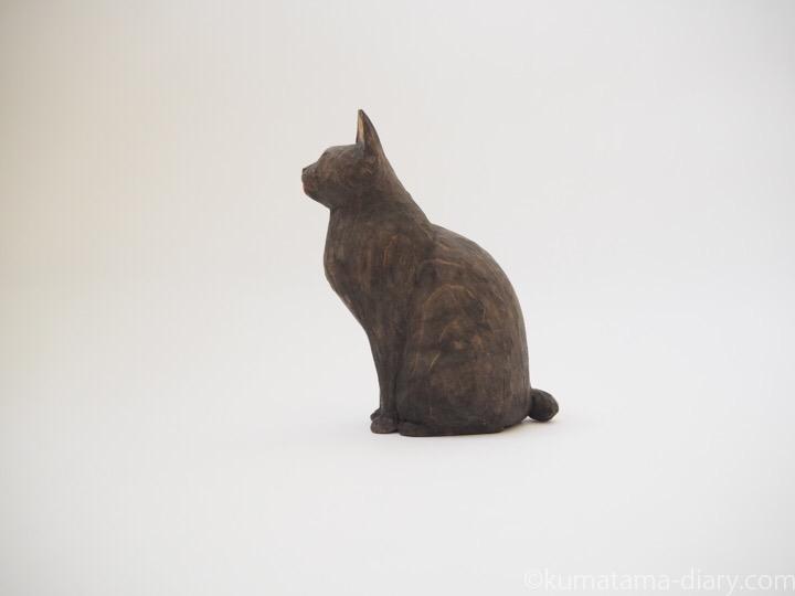 黒猫舌出し木彫り猫左