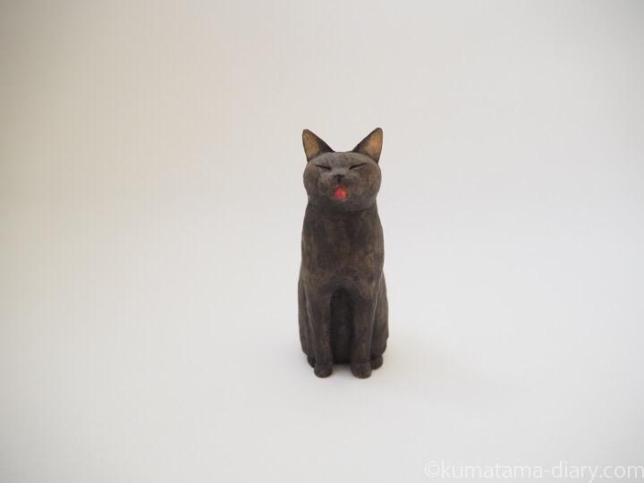 黒猫舌出し木彫り猫