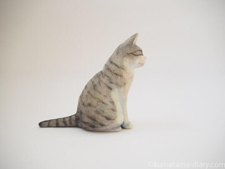 サバトラ白猫さん木彫り猫右