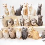 夜中に出来上がる木彫り猫たち