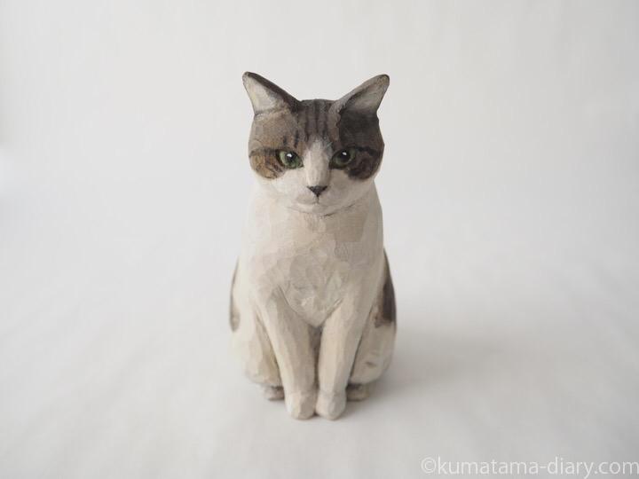 ハチワレ木彫り猫