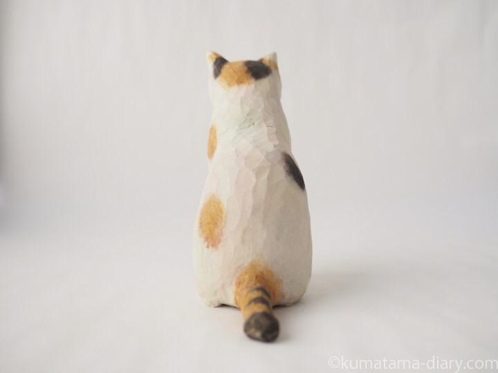 三毛猫さん木彫り猫後ろ