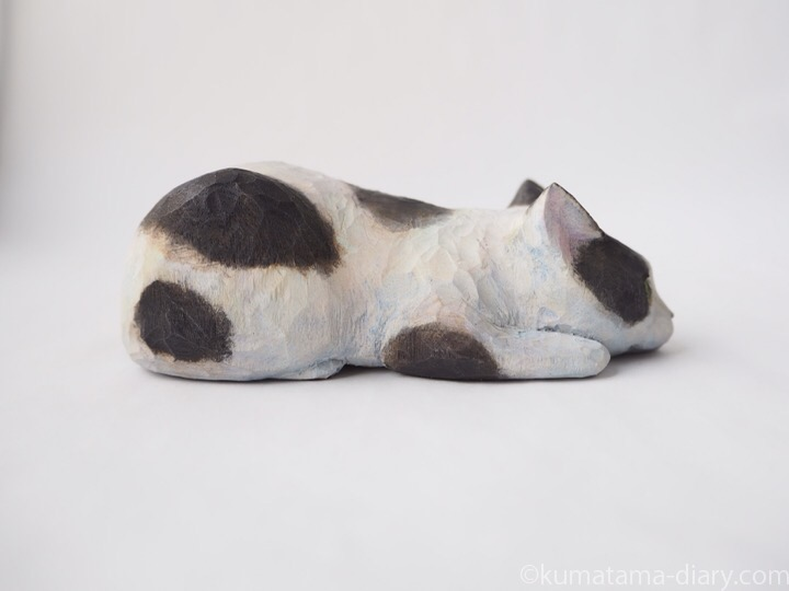 白黒猫さん木彫り猫右