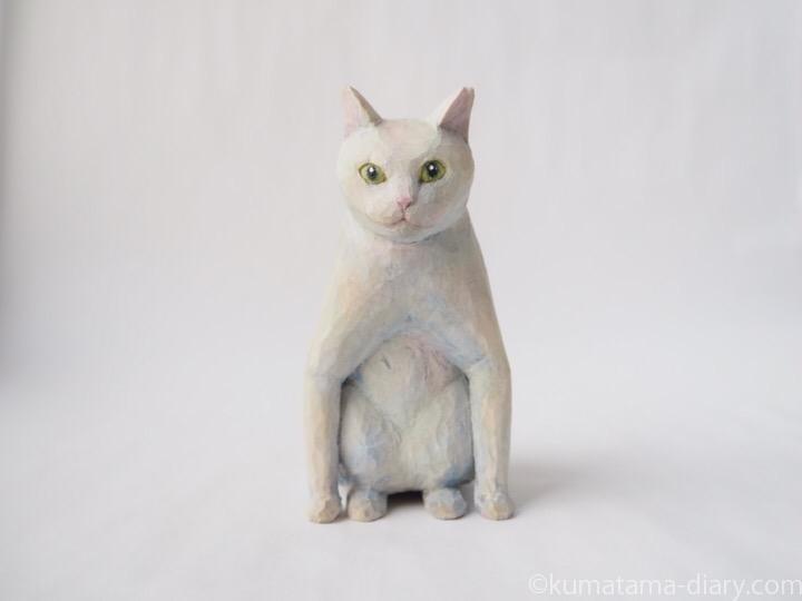 ペンギン座り白猫さん