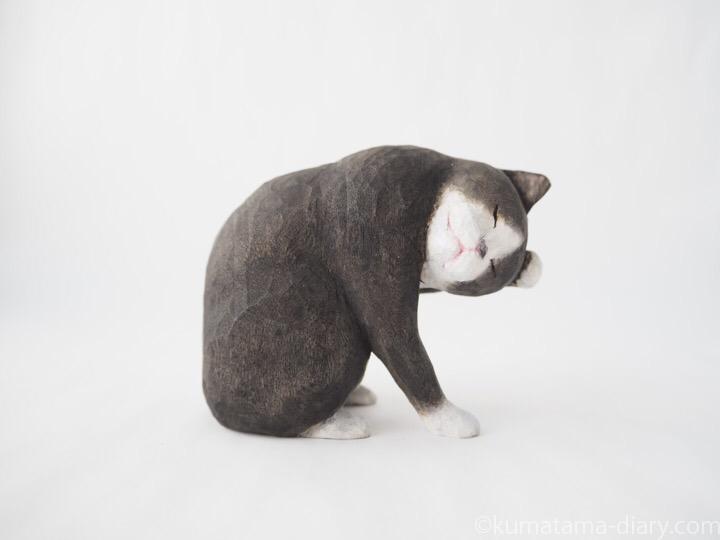黒白猫さん木彫り猫