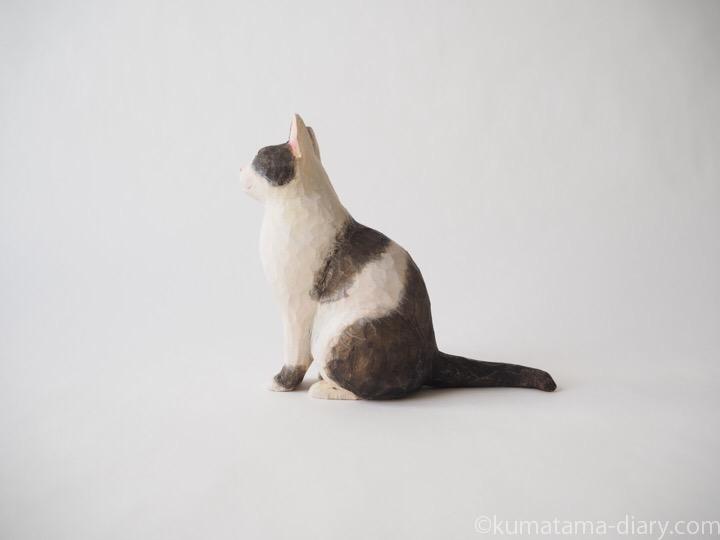 白黒猫さん木彫り猫左