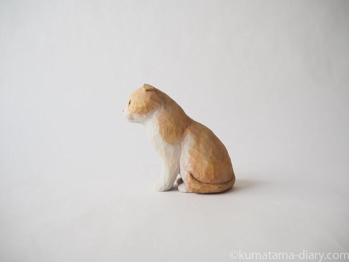 クリームスコティッシュ木彫り猫左