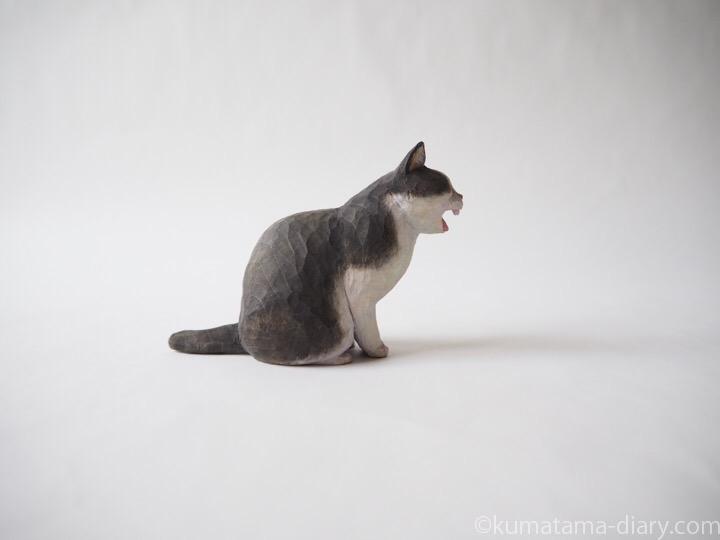 あくび黒白猫さん木彫り猫右