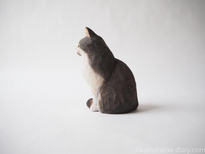 長毛黒白猫さん木彫り猫左
