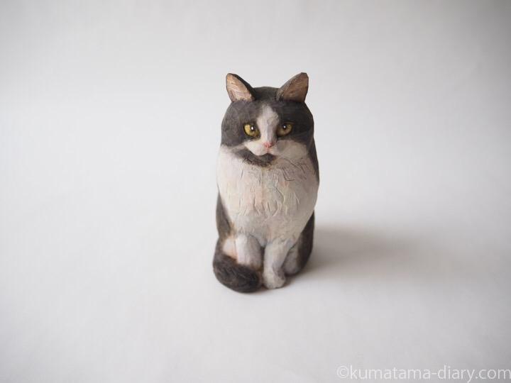 長毛黒白猫さん木彫り猫