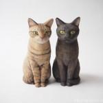 キジトラ猫さんと黒猫さんの姉妹を木彫りで作りました