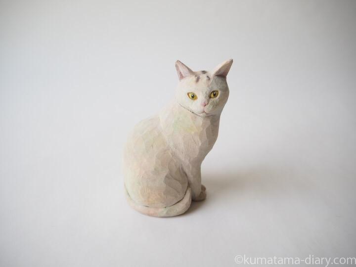 ほぼ白猫さん木彫り猫