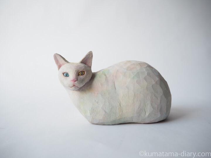 オッドアイ白猫さん木彫り猫