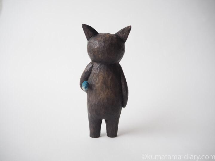 黒猫の木彫り猫後ろ