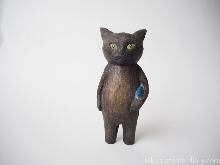 黒猫の木彫り猫
