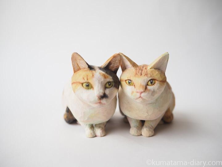 茶トラ白猫さんと三毛猫さん木彫り猫