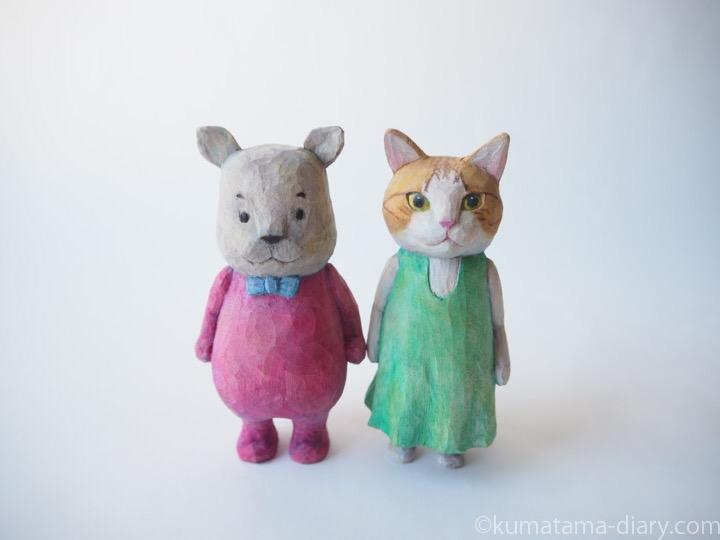カバ木彫りとたまきの木彫り猫