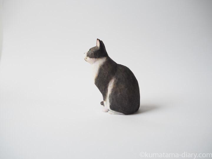 黒白猫さん木彫り猫左