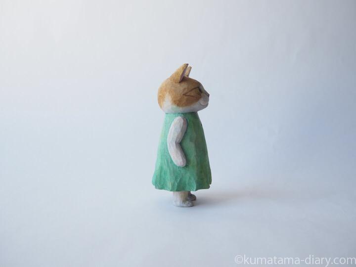 茶トラ白猫の木彫り猫右