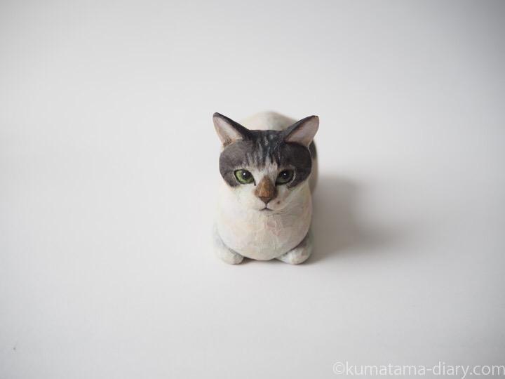 サバトラ白猫さん木彫り猫